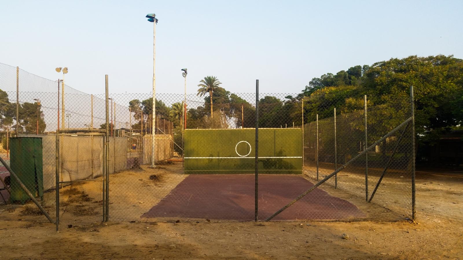 Тренировочная стенка для большого тенниса в кибуце Ревивим