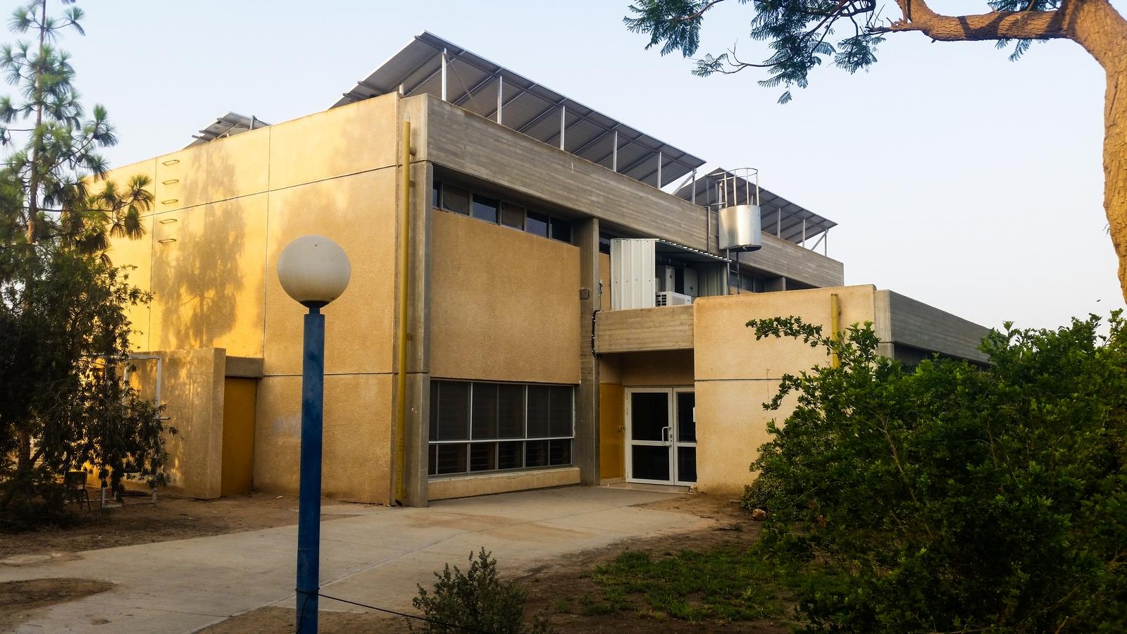 Спортивный зал в кибуце Ревивим