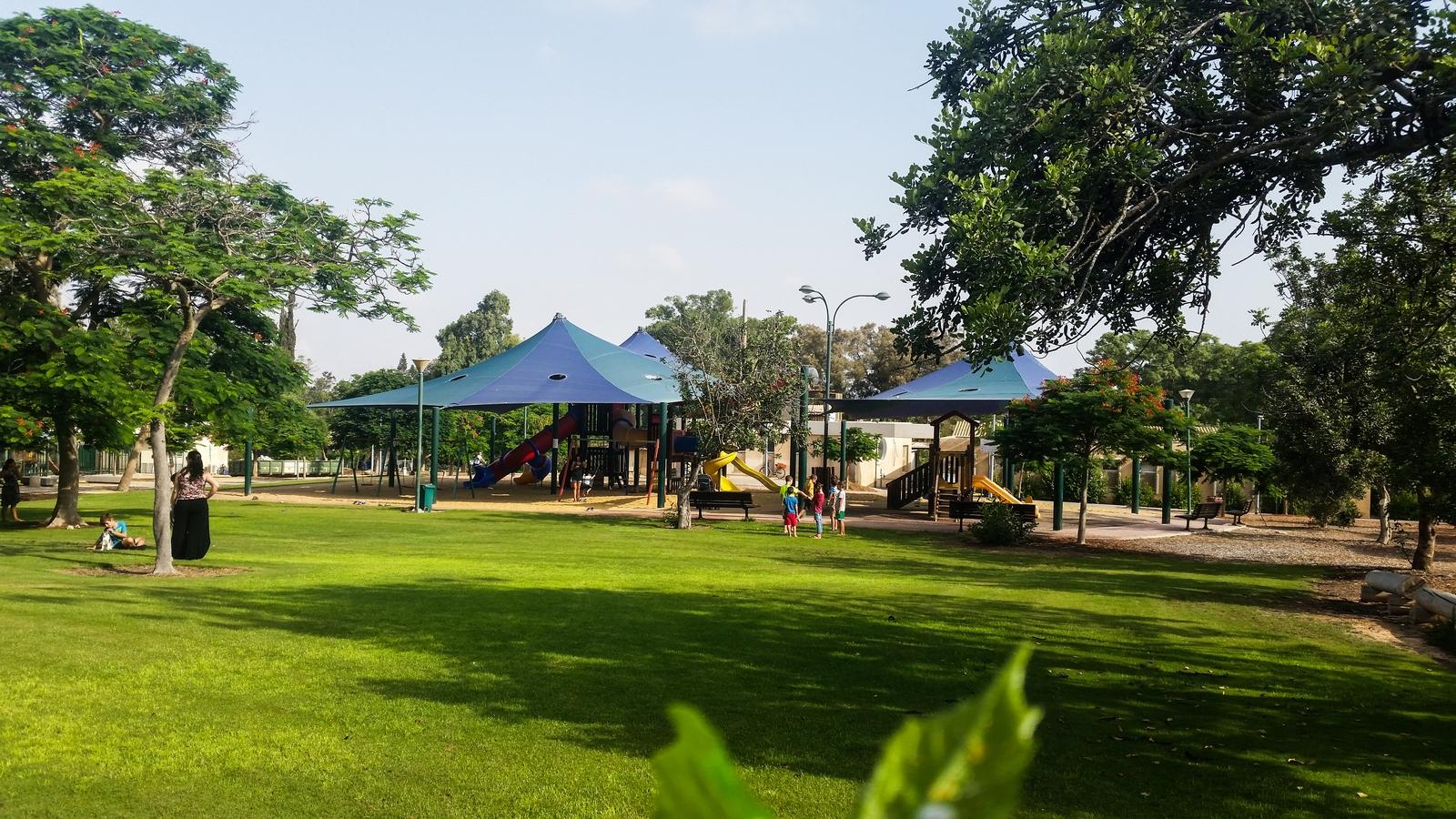 Самая большая детская площадка в центре кибуца Ревивим