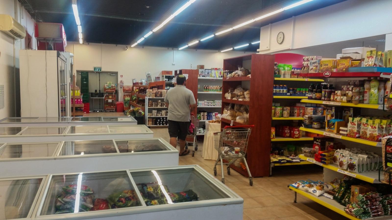 Супер (магазин) в кибуце Revivim