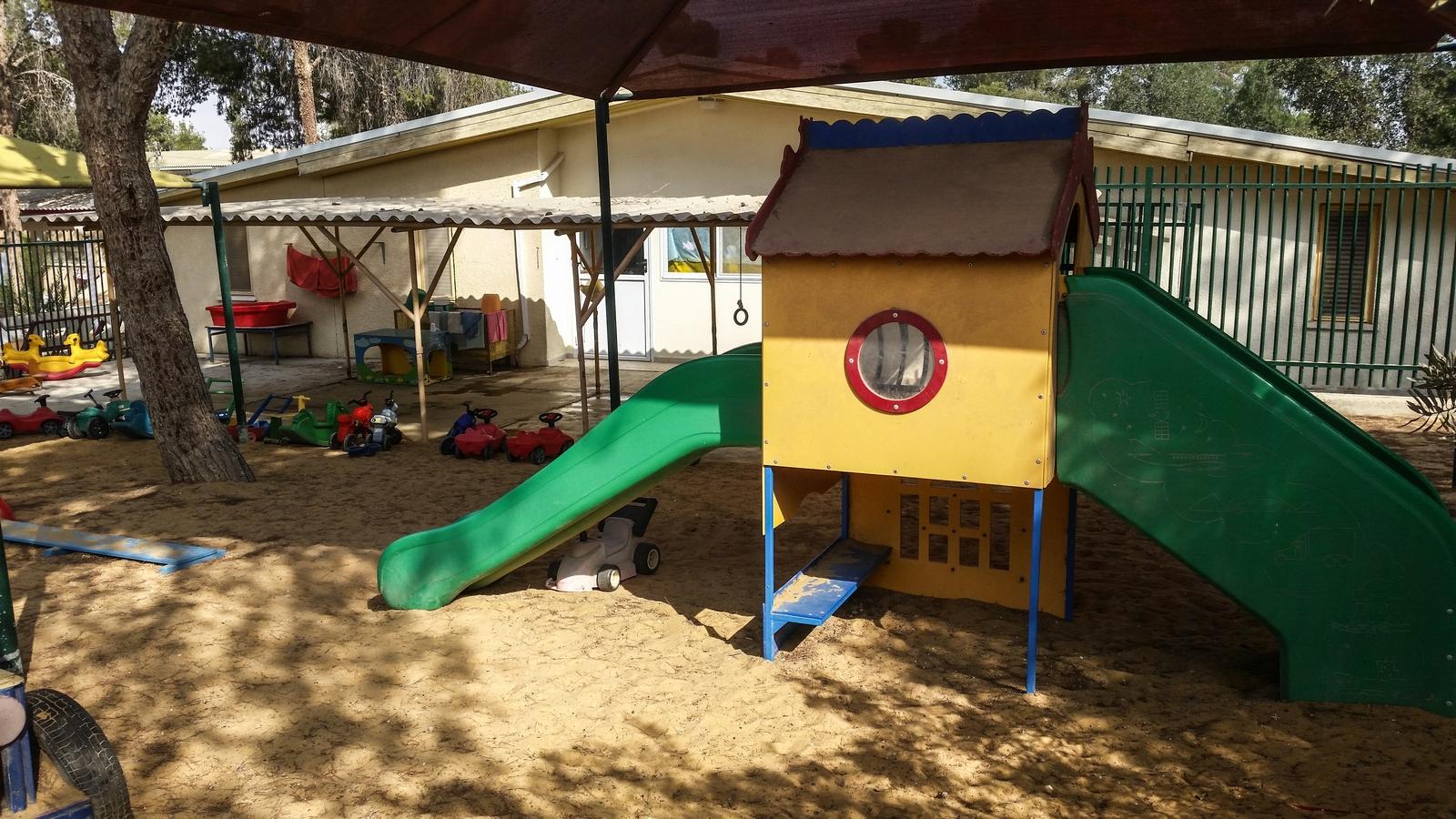 Горка в садике для детей от года до двух